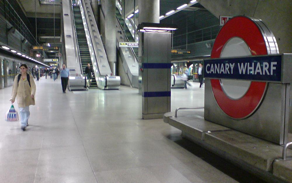 Canary Wharf station platform